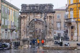 arch-of-the-sergii-zlatna-vrata-pula-pola-istria-croatiafulloflife-snow-wintertime